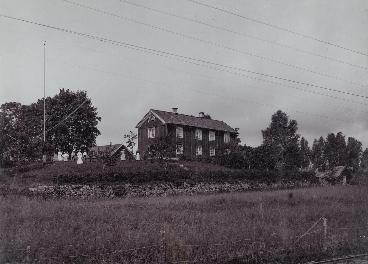Skyllbergs gård omkring 1900.