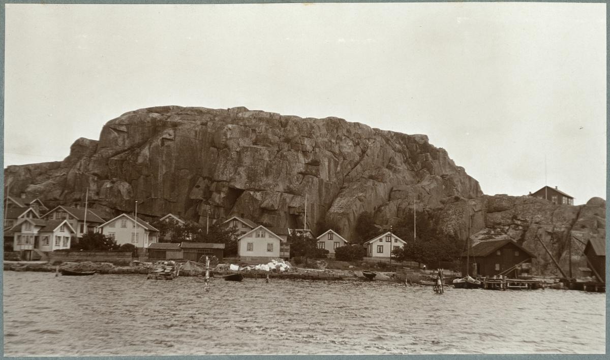Motiv från Bohuslän. Bovallstrand och Korpåsberget.