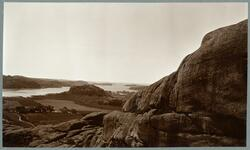 Motiv från Bohuslän. Utsikt från södra ingången till jättekl