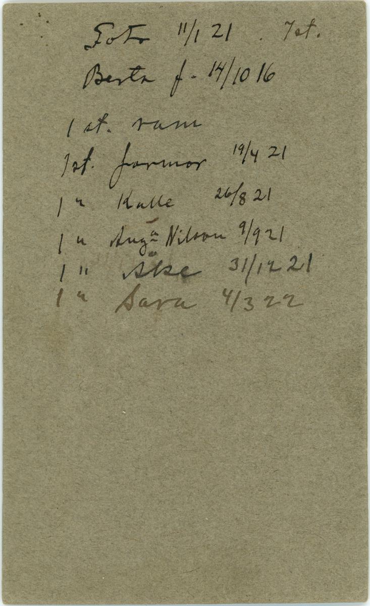 Porträtt, Berta född 14/10 1916