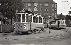 Sporvognstog med hhv. vogn 213 og 338 i Valby i København