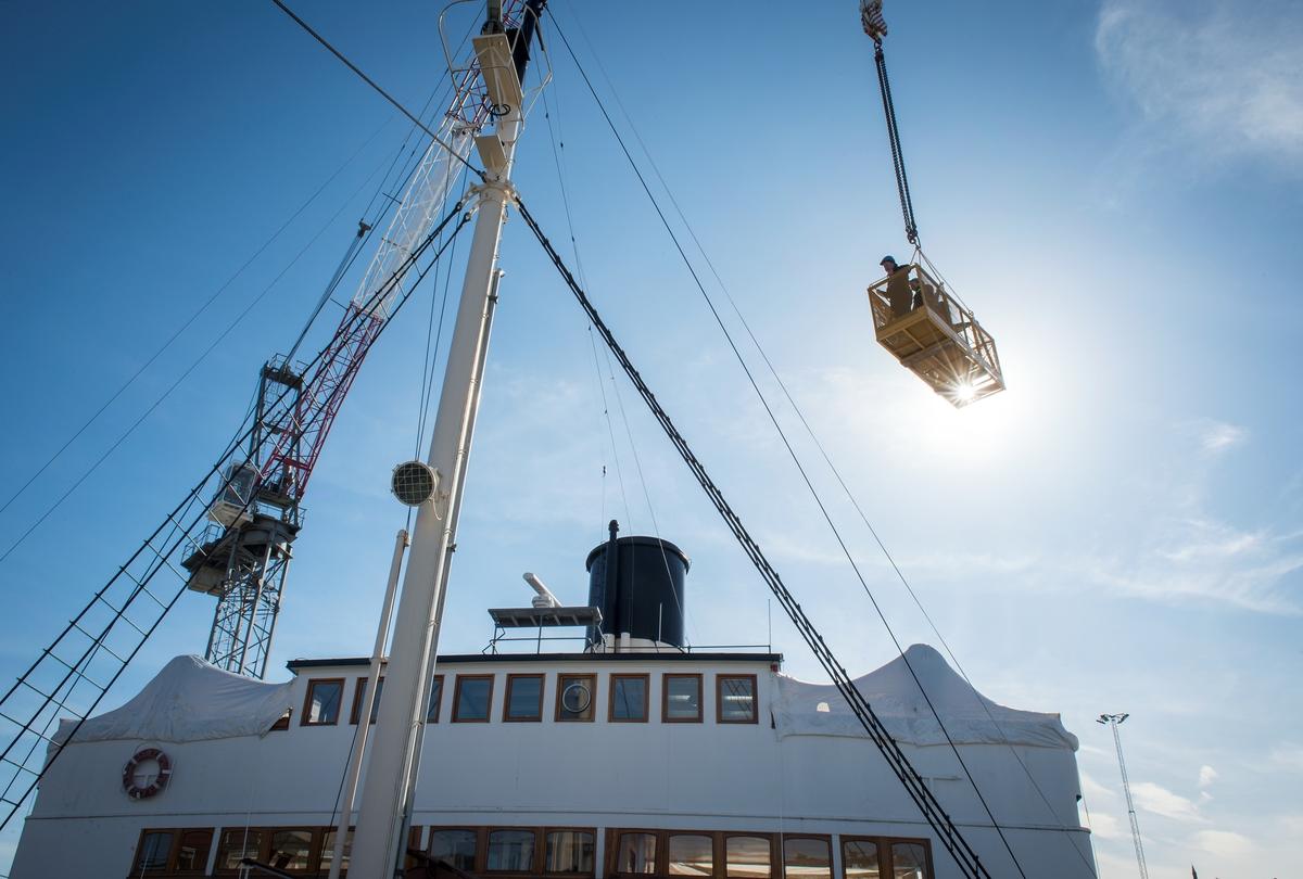 Isbrytaren SANKT ERIK till dockan på Beckholmen för en rutinkontroll.