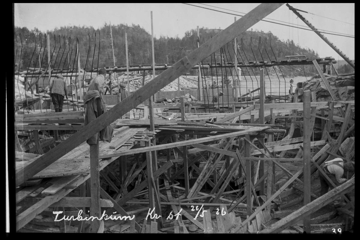 Arendal Fossekompani i begynnelsen av 1900-tallet CD merket 0468, Bilde: 20 Sted: Flaten Beskrivelse: Forskalingsarbeider turbinkum