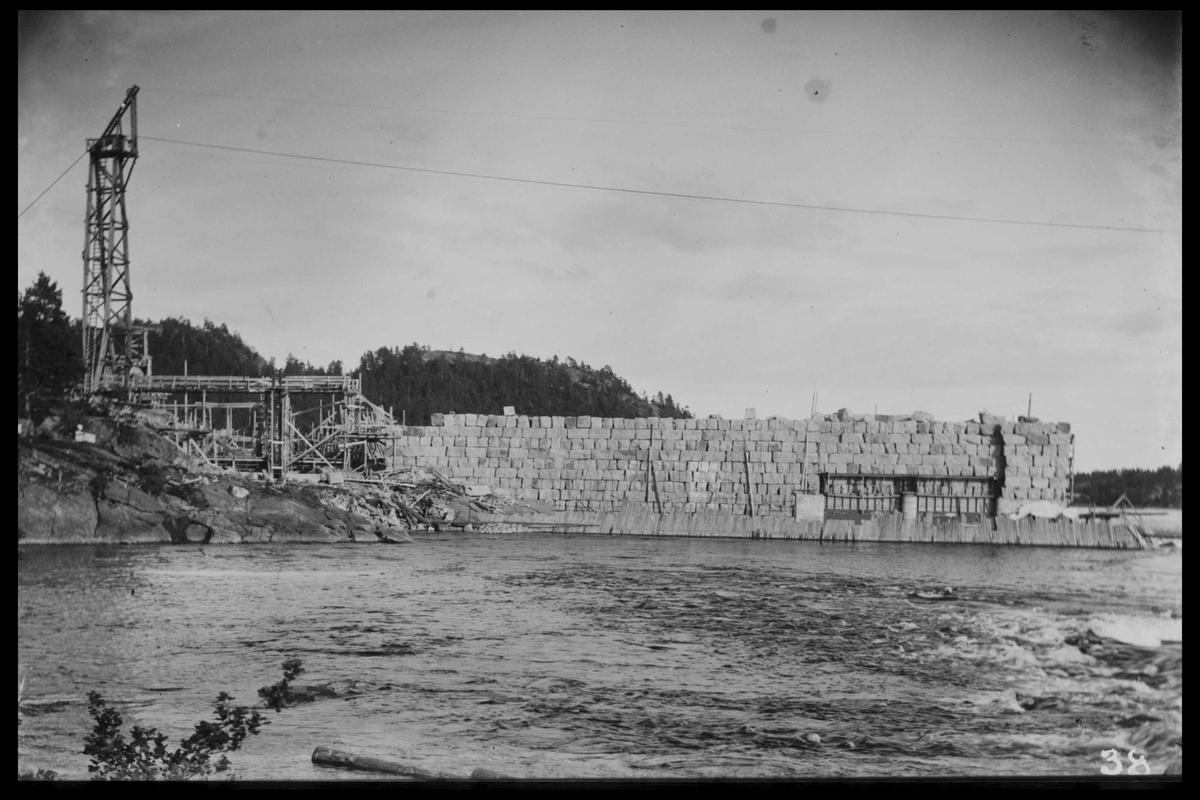 Arendal Fossekompani i begynnelsen av 1900-tallet CD merket 0468, Bilde: 29 Sted: Flaten Beskrivelse: Dam og taubanemast