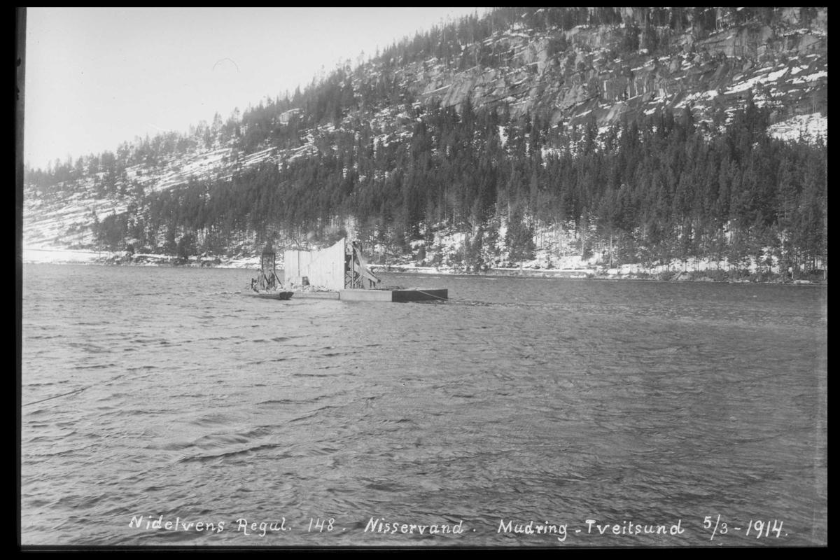 Arendal Fossekompani i begynnelsen av 1900-tallet CD merket 0468, Bilde: 90 Sted: Nisser Beskrivelse: Mudring i Tveitsund