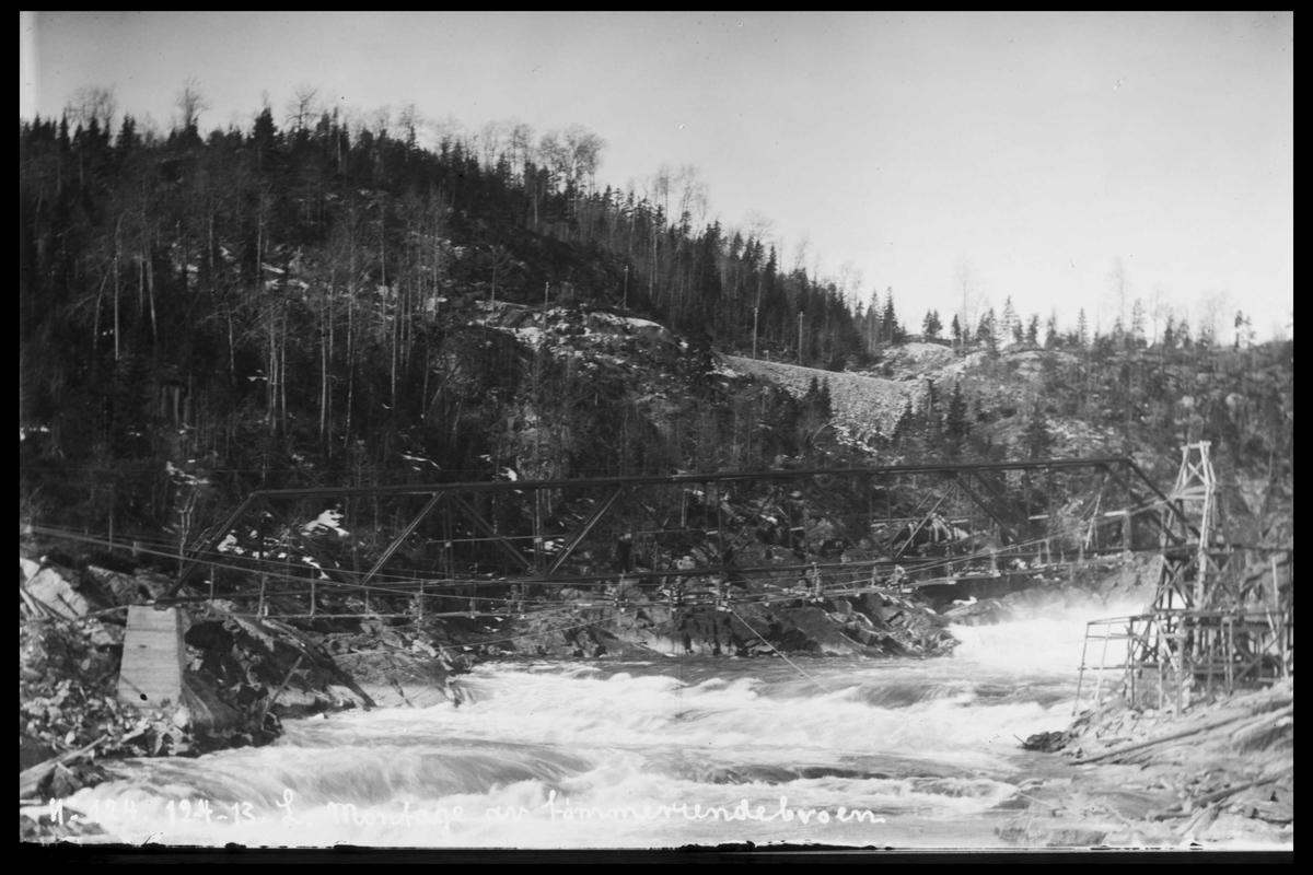 Arendal Fossekompani i begynnelsen av 1900-tallet CD merket 0470, Bilde: 17 Sted: Bøylefoss Beskrivelse: Tømmerenne-brua under bygging