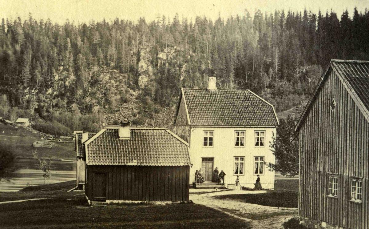 Fra John Ditlef Fürst fotoalbum. Frolands Prestegård - Kråg med familie. Foto nr 118 -  AAks 44 - 4 - 7