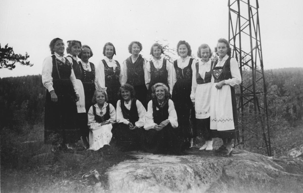 Idrettslagets leikaring. Myrvolldagene 1950 på Fjelltun.