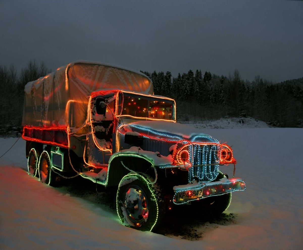 Julebelysning  Fantastisk julebelysning på gammel militær lastebil