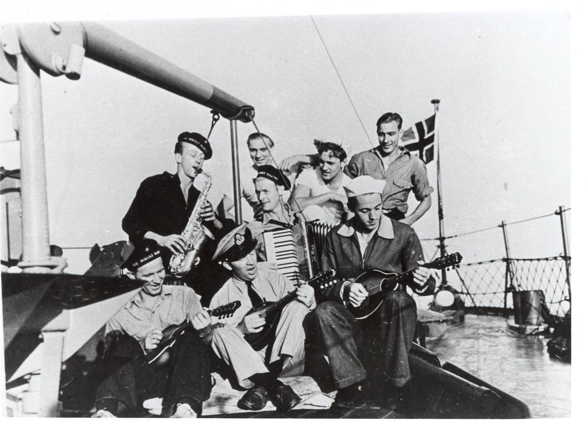 Undervannsbåtjageren King Haakon VII, skipsorkesteret under 2.VK.