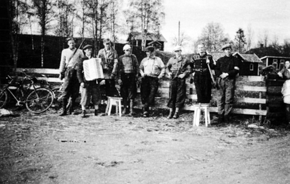 FRA FRIGJØRINGEN 1945 F. H. BIRGER BRYHNI, OSKAR LØKKEN, JENS BRYHNI, EGIL WESTJORDET, EVEN DAHL. HJEMMEFRONTEN. FJÆSTAD LILLE, STANGE.