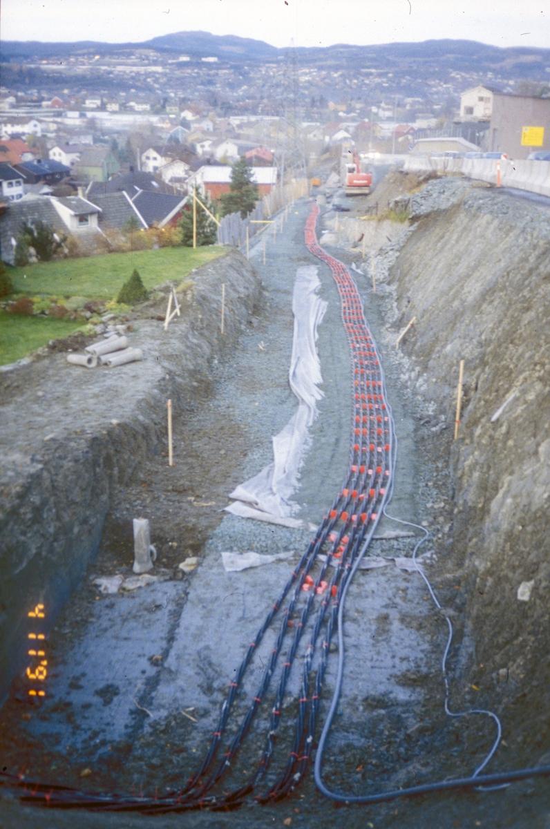 Omkjøringsveien, kabelgate langs Moholtlia