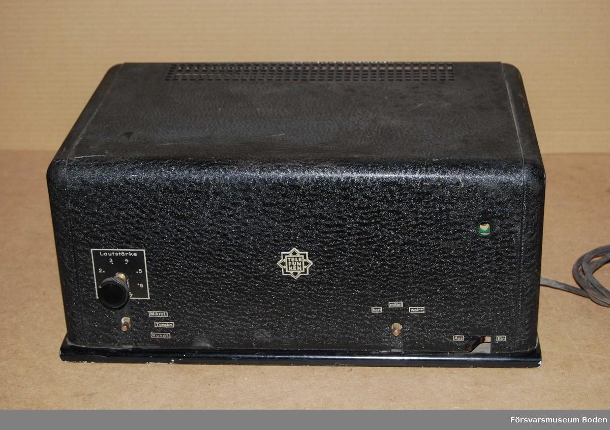 Audioförstärkare från mitten av 1930-talet. Ingångar för radiomottagare, skivspelare och mikrofon.