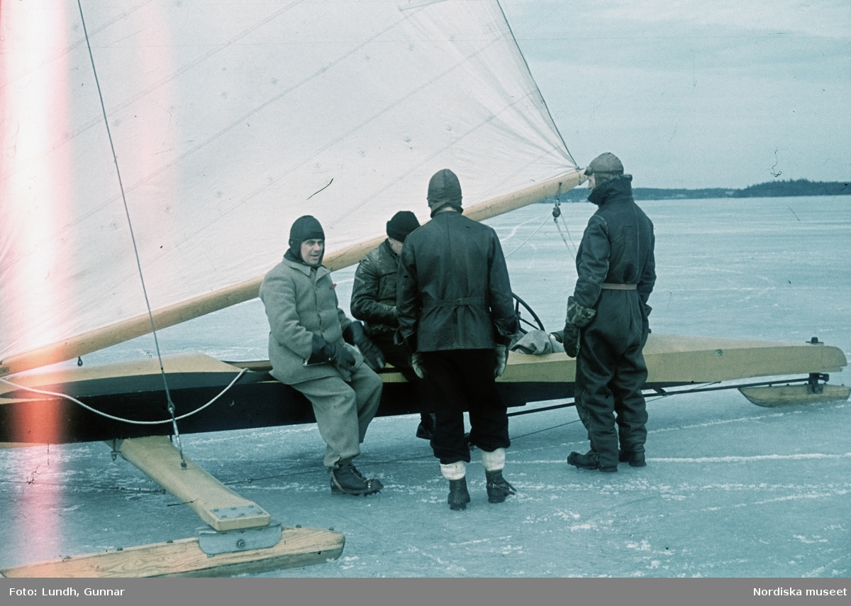 Fyra män vid en isjakt.