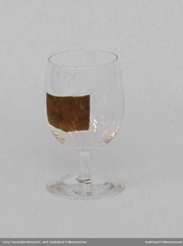 a (Champagne) og b (Øl) er arbeidsprøver. Blåst, buket klokke med stett.