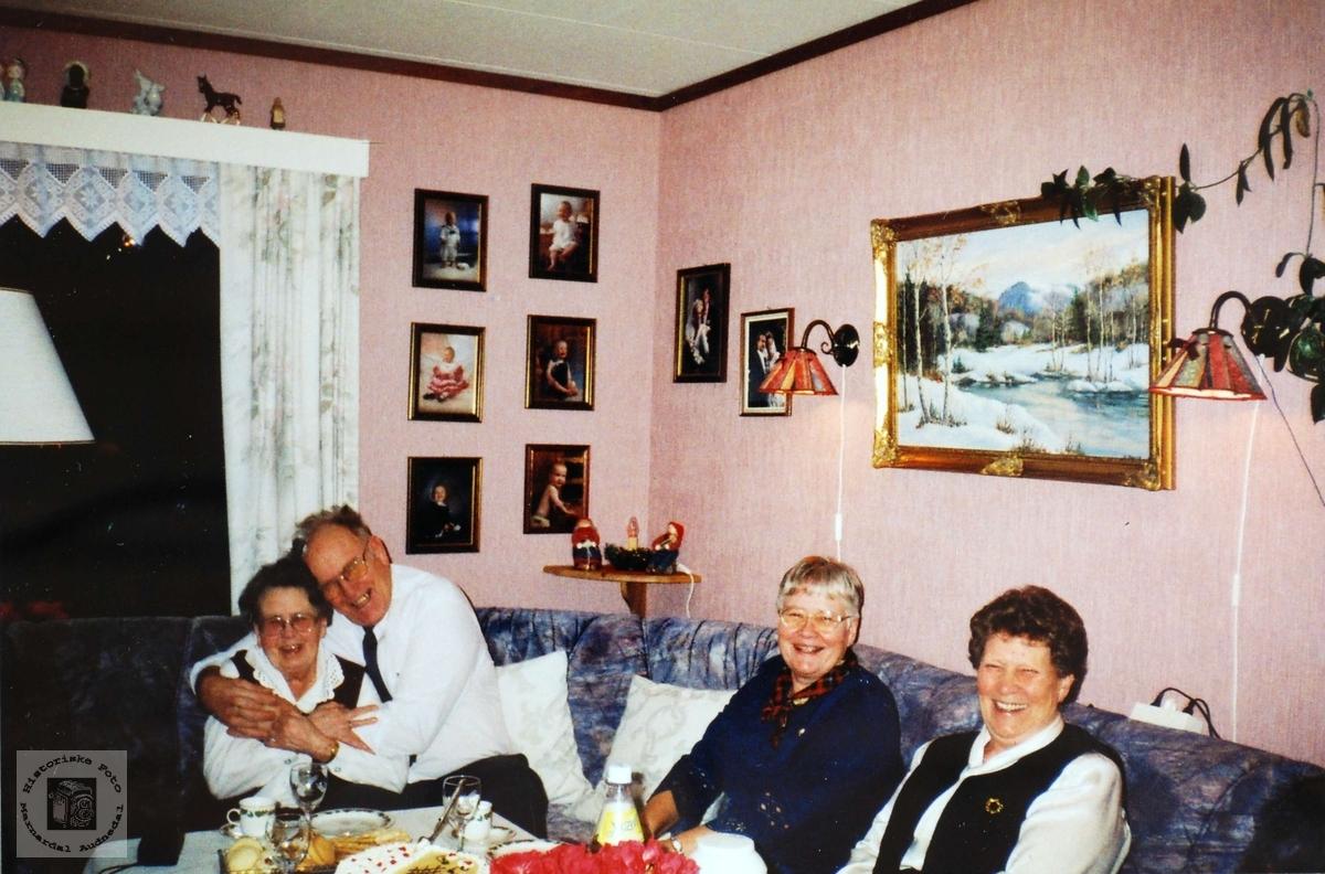 Abraham Flottorp i dameselskap på Sveindal. Grindheim.