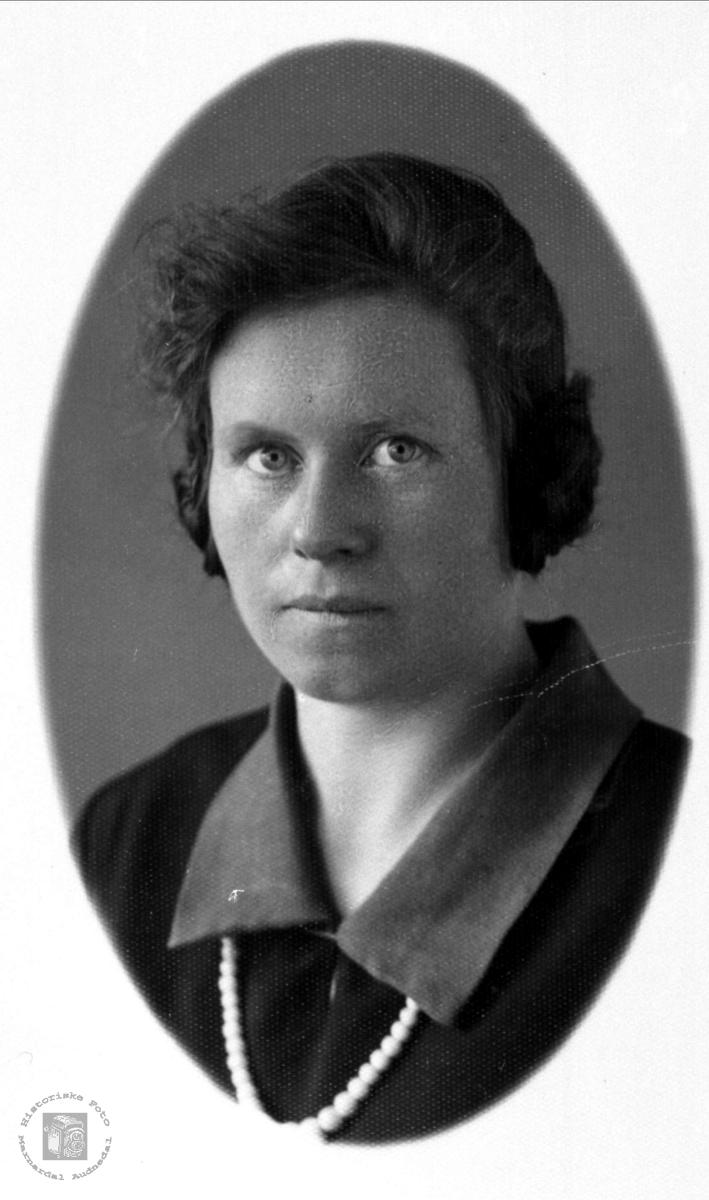 Portrett av Gunhild Midtbø g. Strisland.