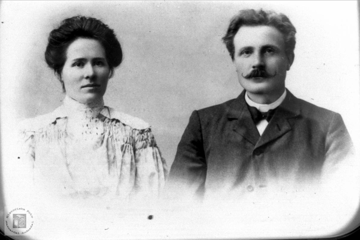 Portrett av ekteparet Johanna og Knut Homme, Bjelland.