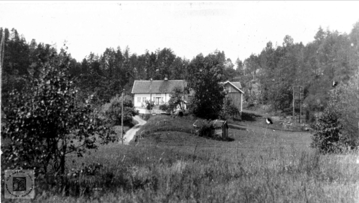 Gårdshus på Fidjestøl i Øyslebø.