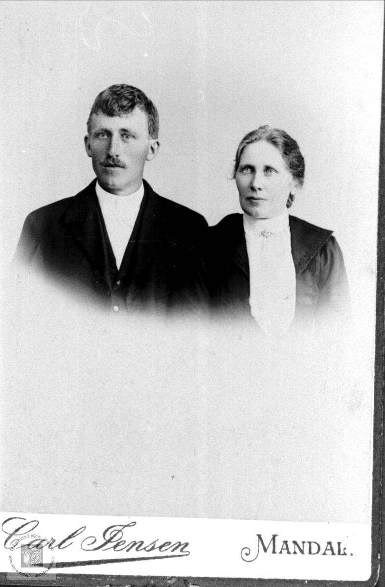 Ekteparet Knut og Ingeborg Manneråk, Øyslebø.