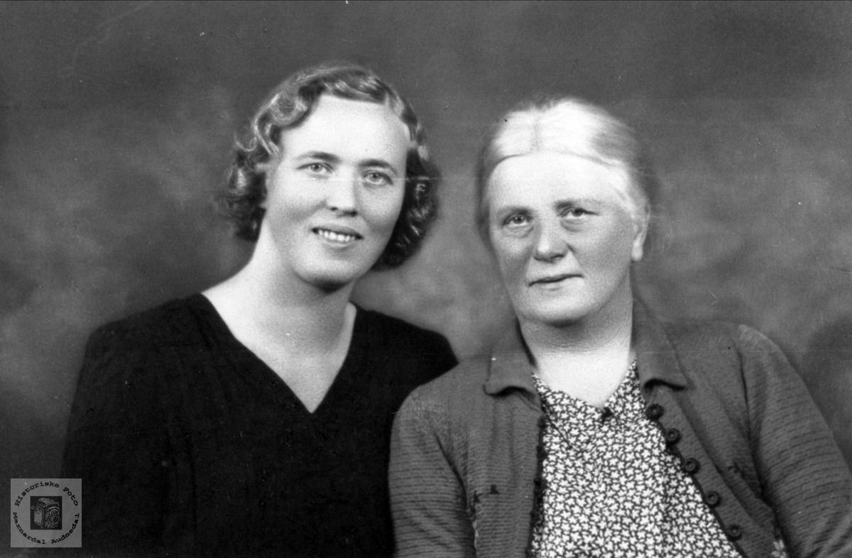 Dobbelportrett av Randi Heddeland og Martha Egelandså, Øyslebø.