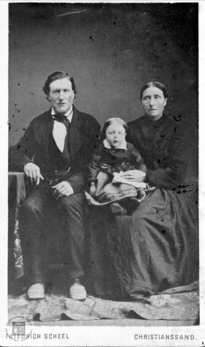 Familiegruppe Fladeli, Øyslebø.
