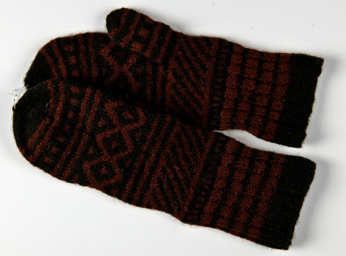 Mönsterstickad damvante i 2-trådigt mörkt grönbrun och brun ullgarn