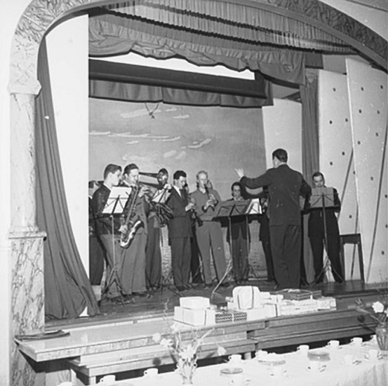Teaterföreställning, av Linderholm.