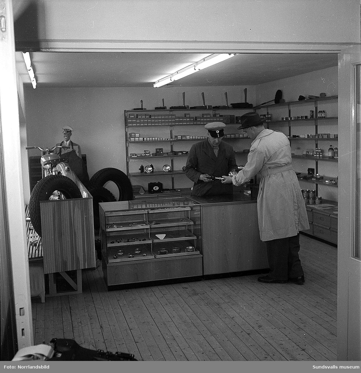 IC Motell i Kvissleby (OK) var Sveriges första motell, startades 1952. Bilder från butik, verkstad och exteriörbilder.