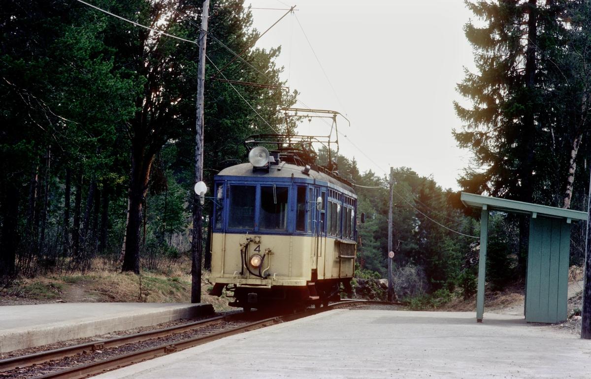 Gråkallbanens motorvogn nr. 4 på Kyvannet holdeplass.
