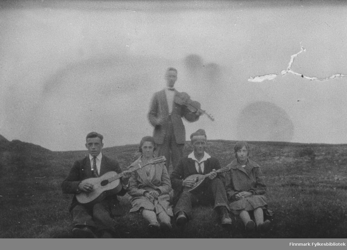 Musikkglade Kibergsværinger, fra v.: Viktor Jørgensen, Hjørdis Jørgensen, Hemming Larsen og Albert Mikkelsen,