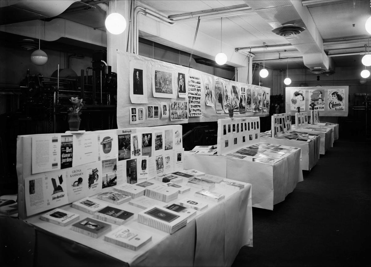 """""""Till de typografiska yrkenas förkovran"""" - utställning i Almqvist & Wiksell Tryckeri AB:s maskinhall, Uppsala mars 1943"""