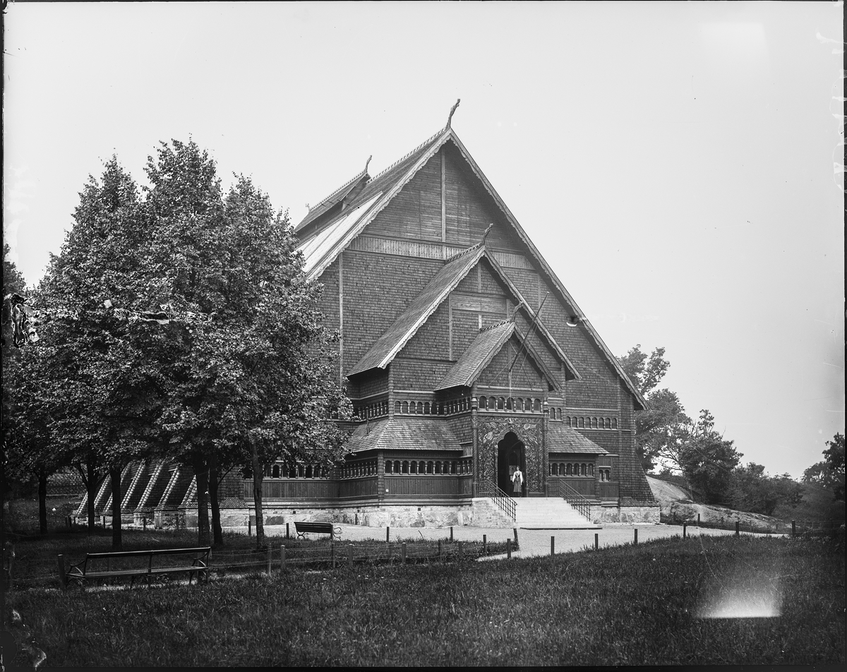 Biologiska museet. Arkitekt Agi Lindegren efter förbilder från norska stavkyrkorna i Borgund, Lom och Urnes. Fotografi från omkring 1900.