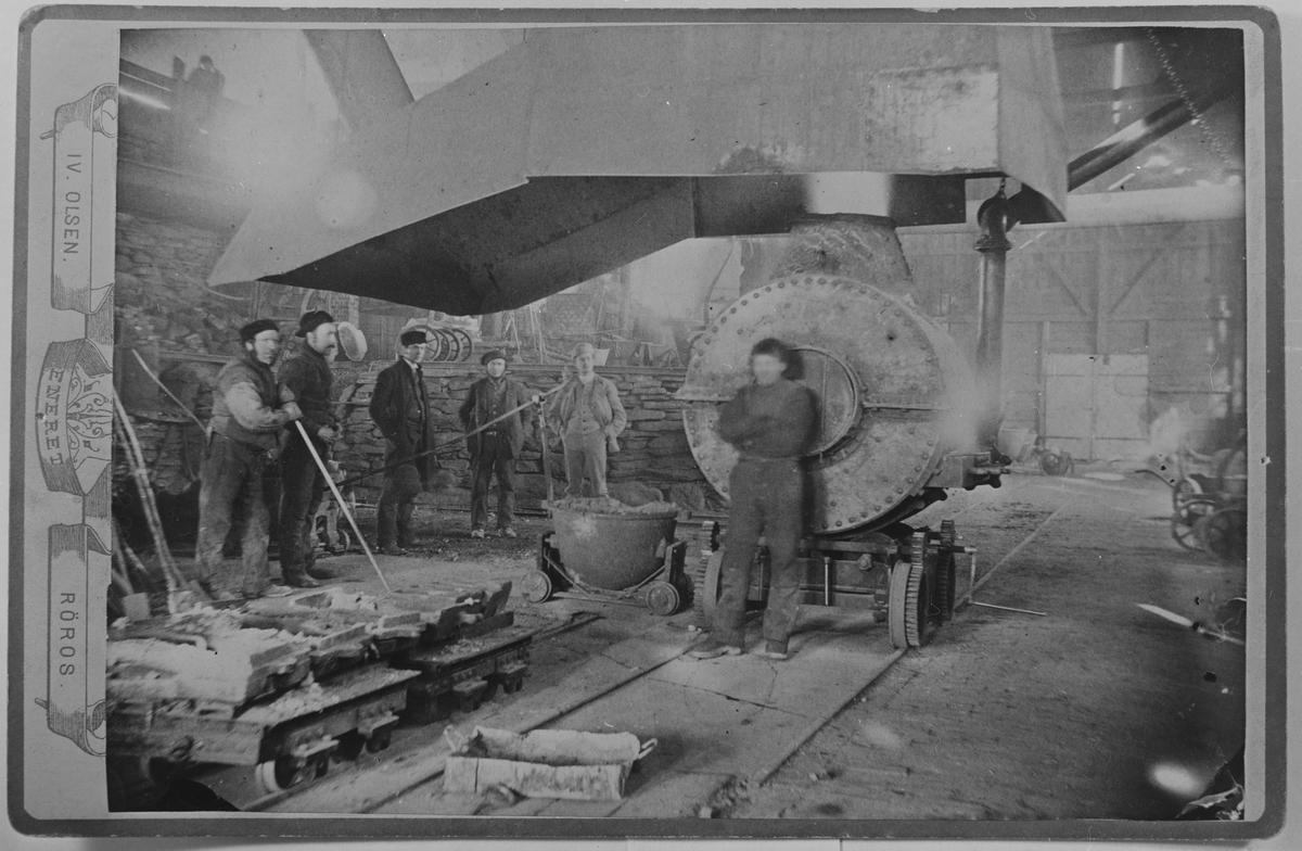 Interiør med konvertorovn fra smeltehytta på Røros ca. 1894