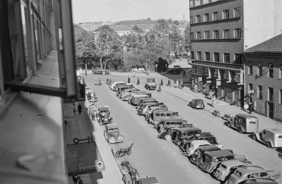 Parkerte biler  i Roald Amundsensgate.
