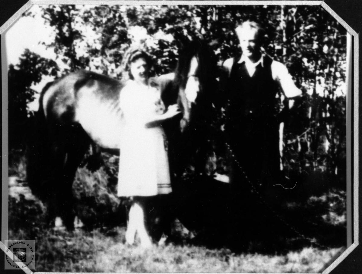 Portrett med hest.. Petra og Ingolv Tisland, Laudal.