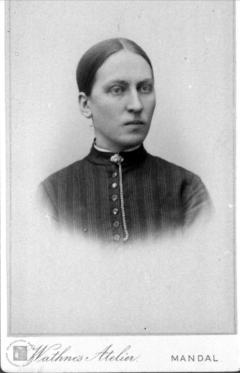 Portrett av Marte Heddeland, Øyslebø.