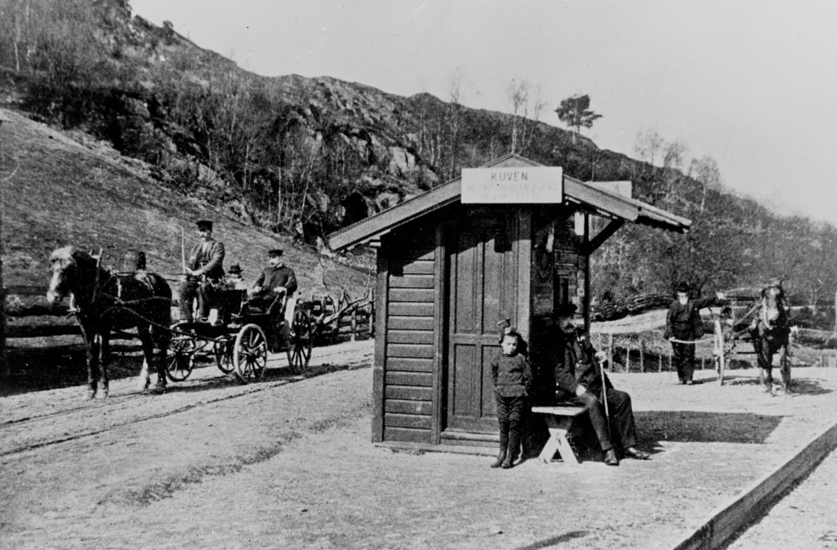 Kuven haldeplass på Nesttun-Osbanen. Det skal vera Christian Michelsen som sit i vogna.