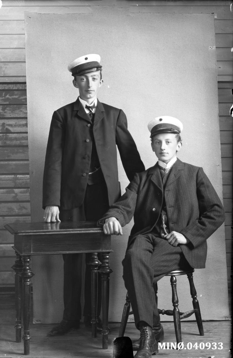 Portrett av to ung menn - Peder Aas og E.Heggbom