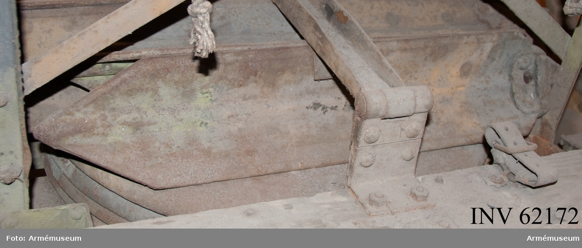 Grupp F I. Kort markpåle. Till 7,6 mm luftvärnskanon m/1922 med följande delar: eldrör,  kammarfodral, mynningsfodral, kopplingsdosa, 4 st markplattor, 3  st korta markpålar, lång markpåle, presenning, föreställare. Fabriksmärke, se bilaga.