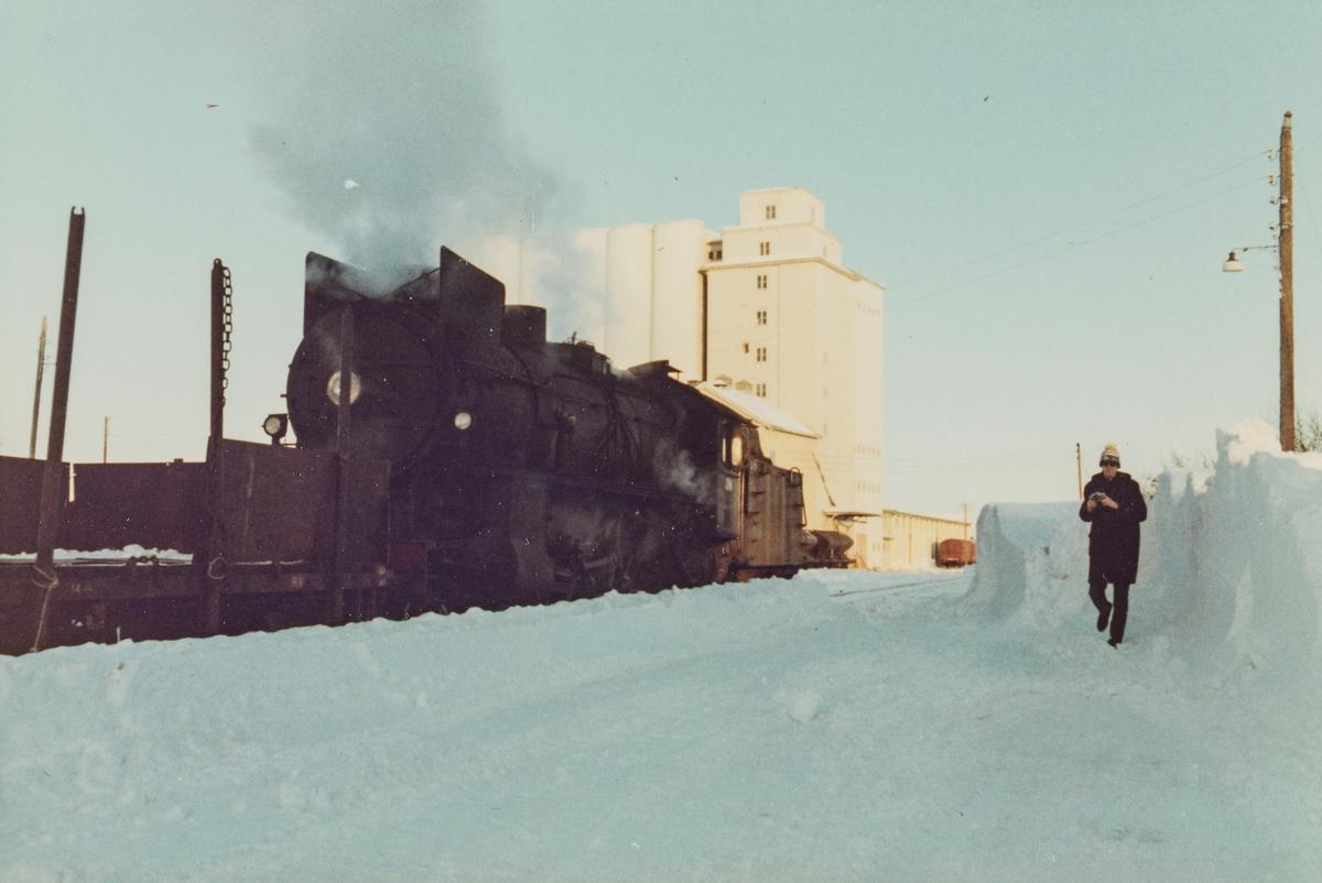 Godstog til Skreia på Lena stasjon.