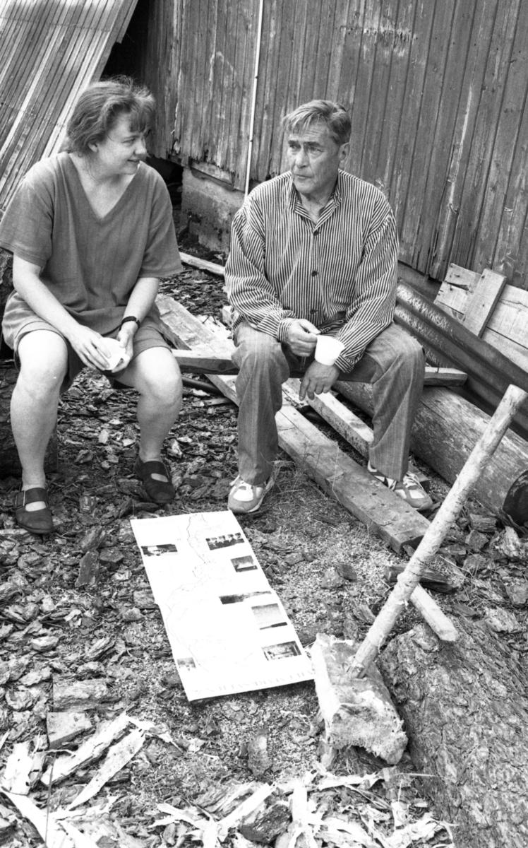 Einar Nilsen og Mette Jakobsen, ved Nilsens kurvfabrikk