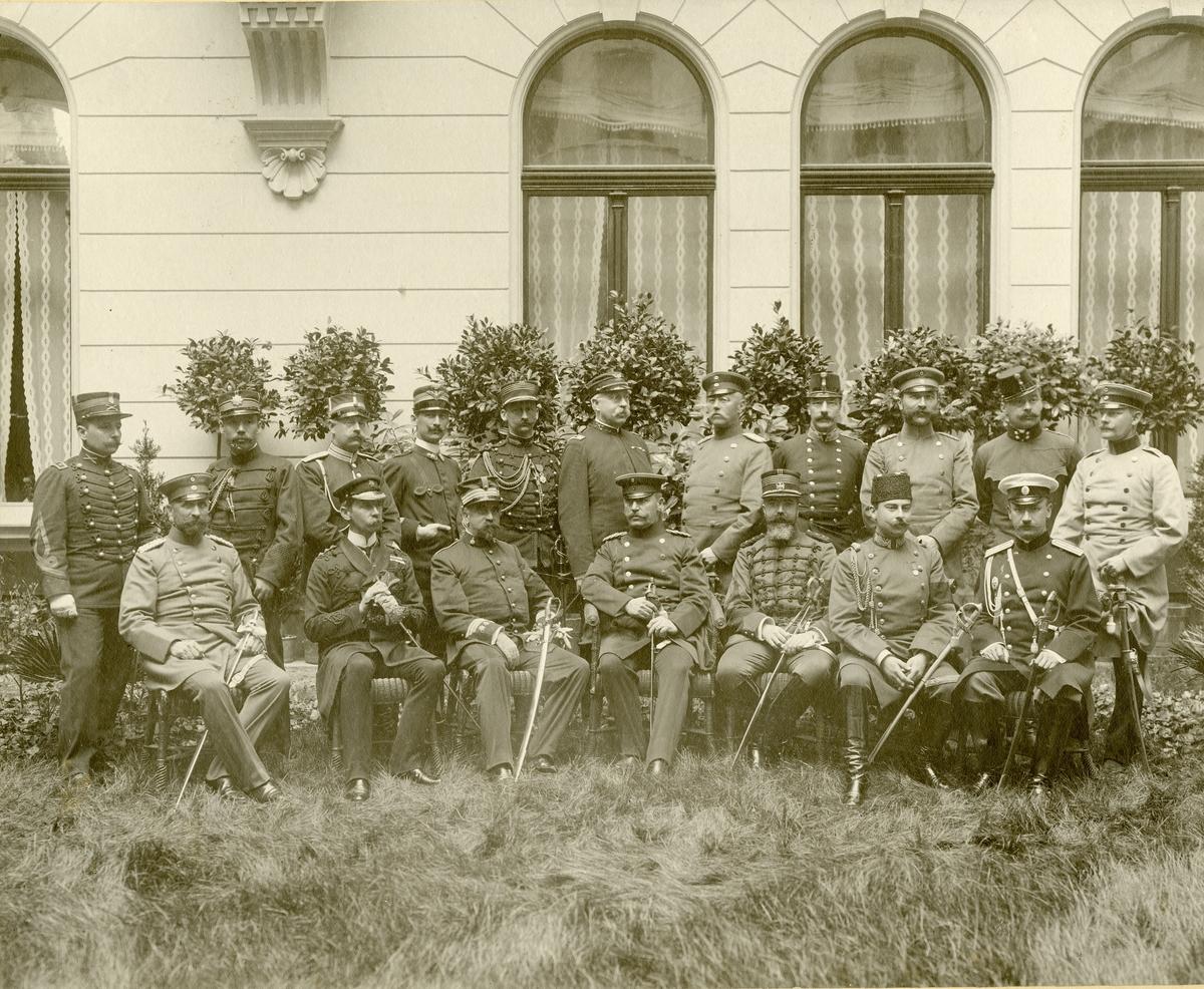 Grupporträtt av officerar från olika länder. För nman, se bild nr. 3.