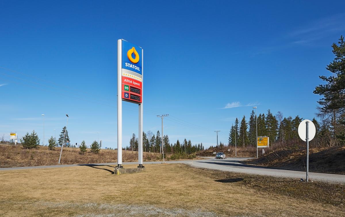 Statoil Dal. Veiskilt Statoil ved motorveien.