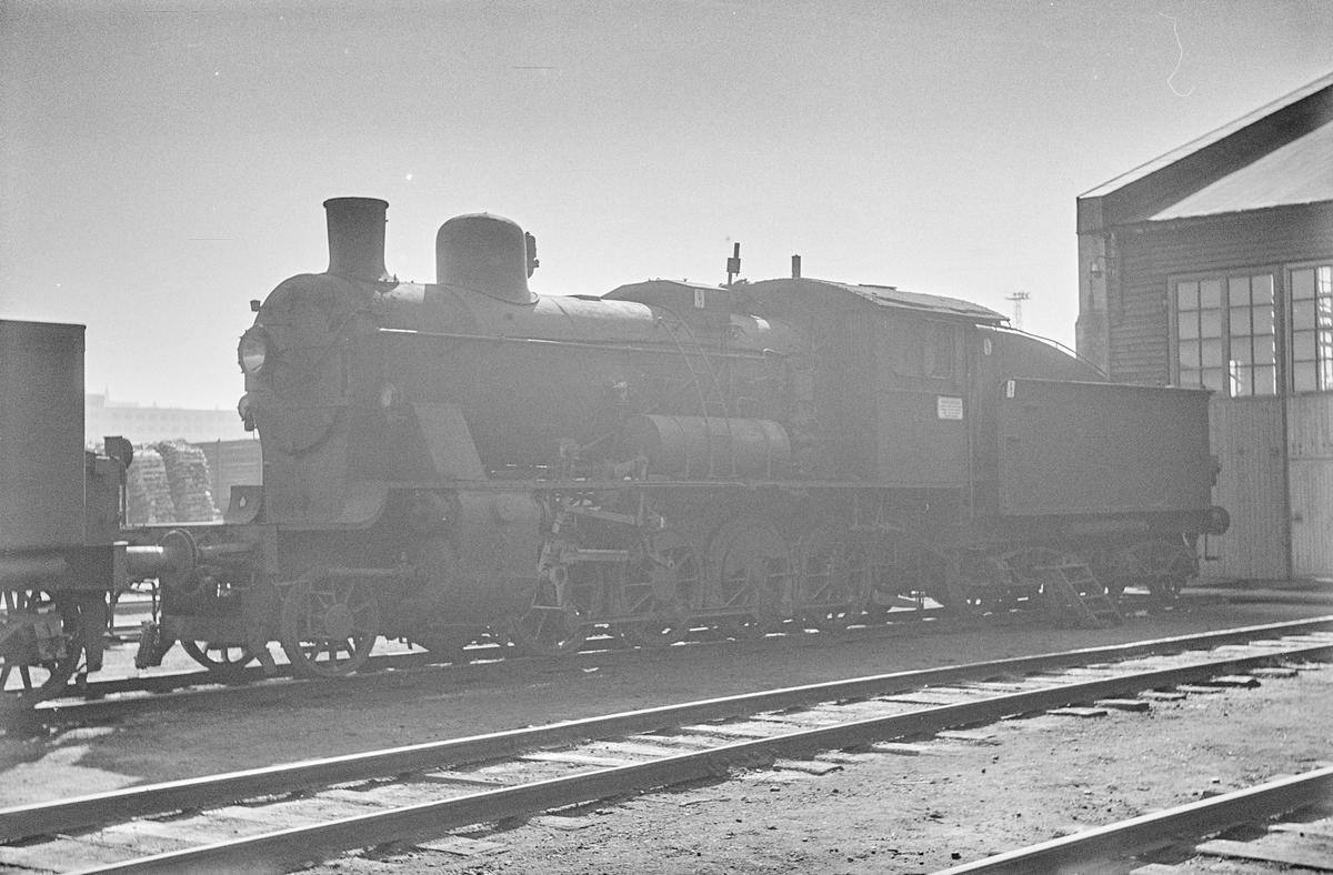 Damplokomotiv type 24b nr. 236 på Marienborg ved Trondheim. Lokomotivet er hensatt i påvente av revisjon.