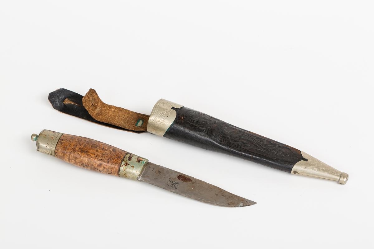 Håndlaget kniv med slire, norsk stil.