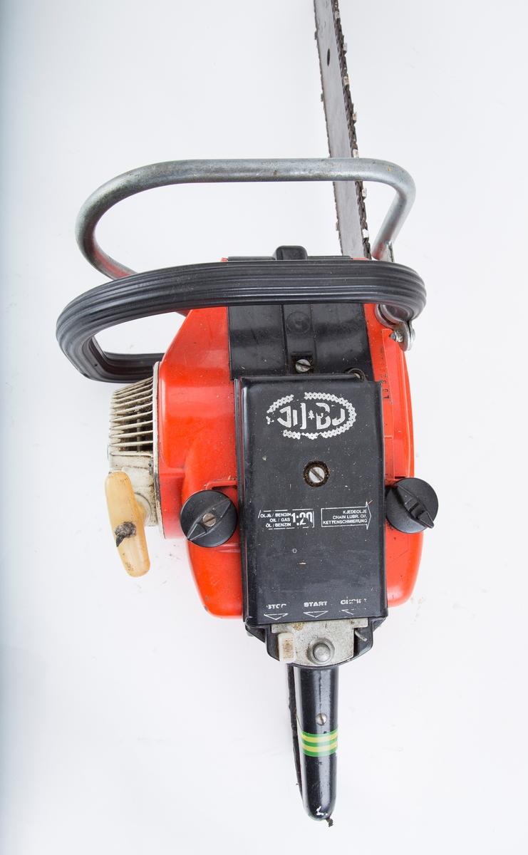 Bensindrevet motorsag fra JO-BU-fabrikken i Frogn. Modell L6 1968.