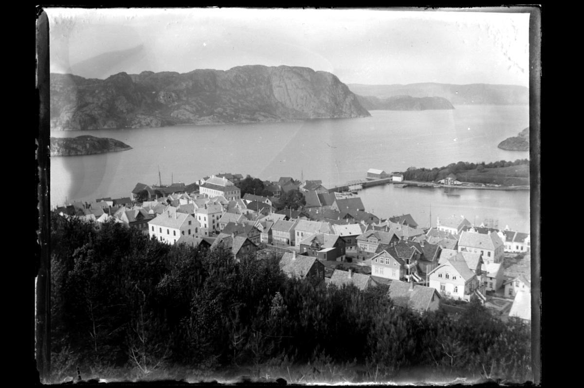 Utsikt fra Varbakk over Farsund etter bybrannen i 1901. Fotografert 1901.