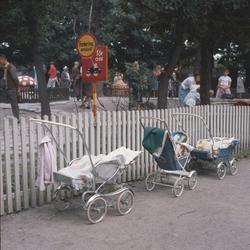 Lill-Skansens barnvagnsparkering.