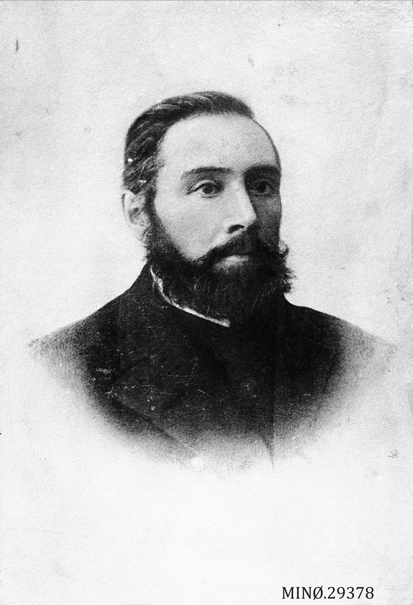 Portrett av mann. Hans Andersen Graadahl. Stasjonsformann (1848-1896). Gift med Kari Pedersdatter Eggen.